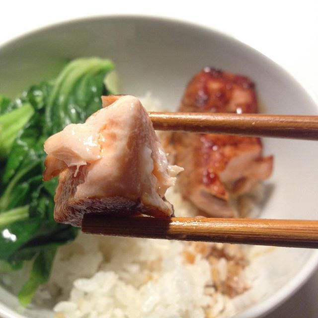 Das Rezepte für dieses schnelle japanische Gericht - Marinierter Lachs mit Paksoi - findest du bei Kochen oder Weltfrieden.