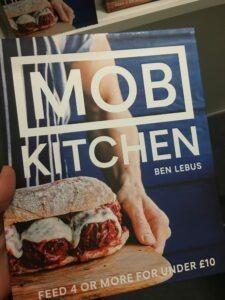 Bei Mob Kitchen gibt es sogar eine Spotify Liste mit Audio Anweisungen